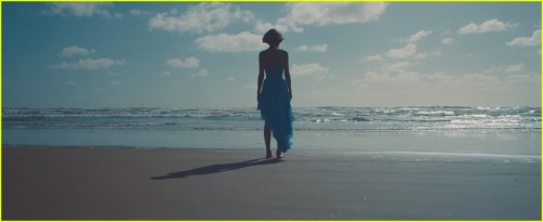 taylor-swift-out-of-the-woods-music-video-stills-27